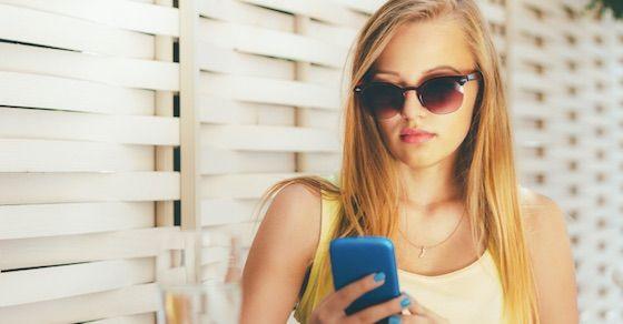 どエロい女の特徴7:メールやライン等頻繁に連絡をする女性