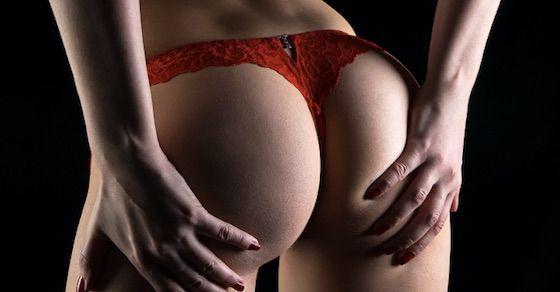 無修正の巨尻エロ動画第15位:ベランダでセックス!羞恥プレイに興奮するハーフ美女!