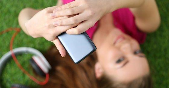 8:遊びに行ったときや楽しそうにしているときの画像や動画をline・メールで送る