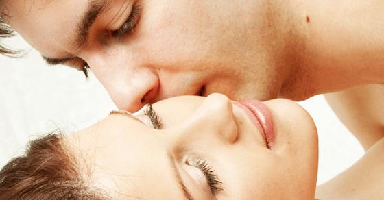 女を本気で感じさせる男性の愛撫1:徐々に服を脱がせていく