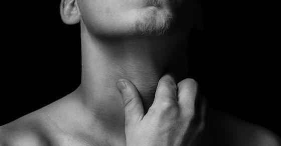 喉の痛みや腫れ、発熱をともなう性病って?