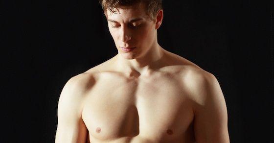 男の性感帯を開発!その1:フェザータッチで優しくマッサージする内腿