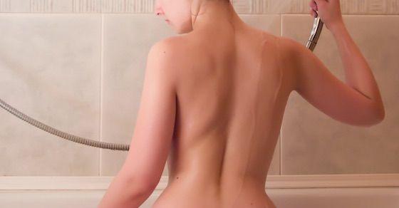 無修正の温泉エロ動画第5位:茶髪スレンダー美少女のキモオヤジとのヤリまくり温泉旅行