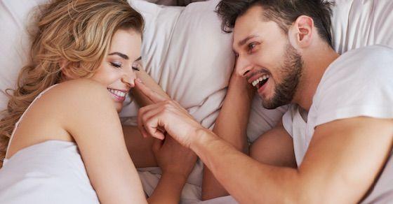 長く付き合っているカップルはセックス中に相手を褒める