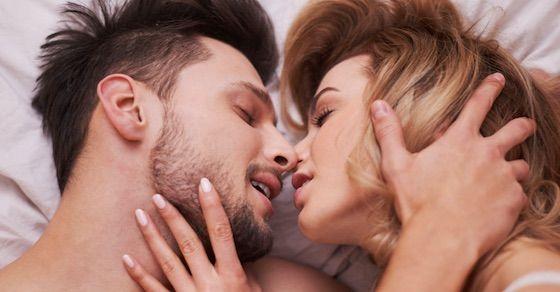 男が興奮するテク1:吸って噛んで!変化球なキス