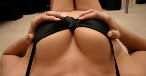 胸射のエロ動画ベスト20|パイズリ挟射や挿入後のおっぱい射精など