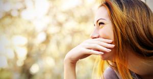 目線の動きだけで女性の心を見抜く恋愛心理学 10選