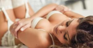 キャミソールだけの美女とエロいセックスをしている動画おすすめベスト20【無料】