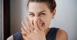 彼女のマンコが臭い!変な匂いがするときに考えられる性病まとめ